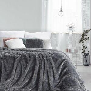 Hebká chlupatá deka tmavě šedé barvy