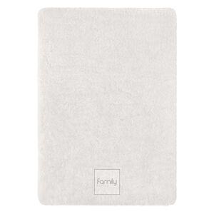 Kvalitný kusový koberec s vysokým vlasom bielej farby