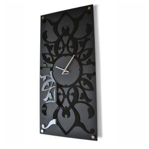 Moderní nástěnné hodiny s ornamentem
